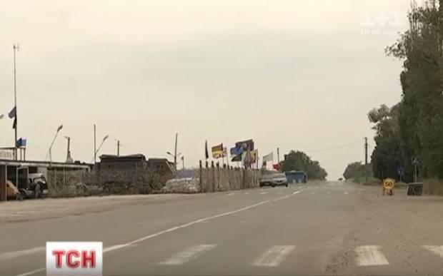 И вывесили свой флаг: Российские оккупанты захватили еще кусок украинской земли на границе с Крымом (видео)