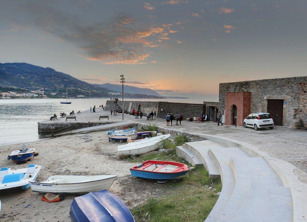 Evening in Cefalu. The old fishing port (Pporticciolo dei Pescatori)