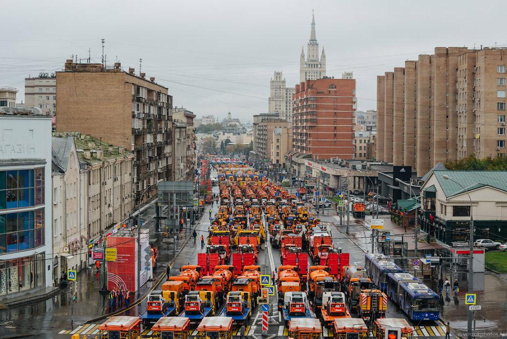 3. В параде участвовало свыше 650 единиц техники. Протяжённость парадной колонны составила боле