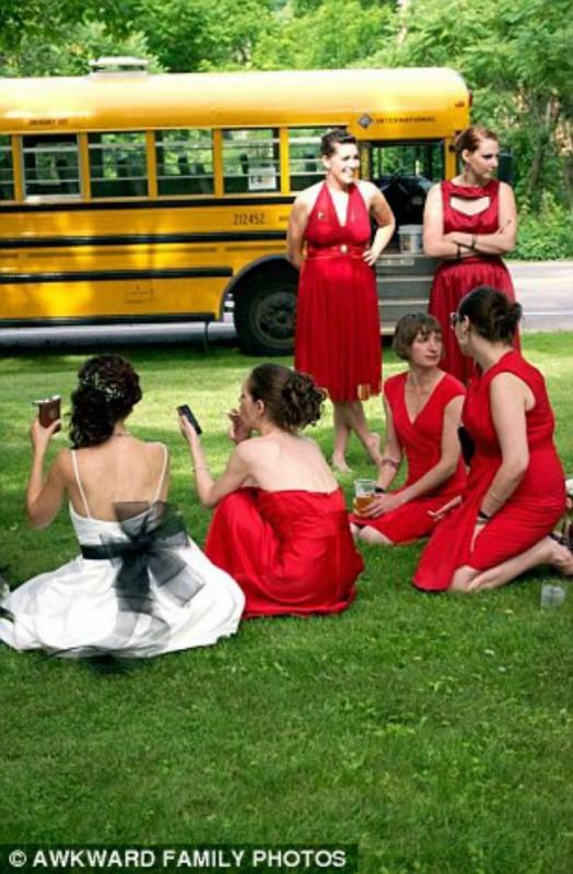 Подружки невесты перед свадебной фотоссесией.