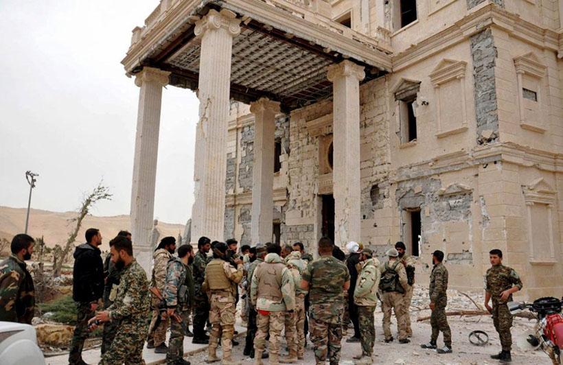 12. Саперы уже удалили сотни бомб, заложенных в исторической части города. Пальмира, 17 марта 2016.