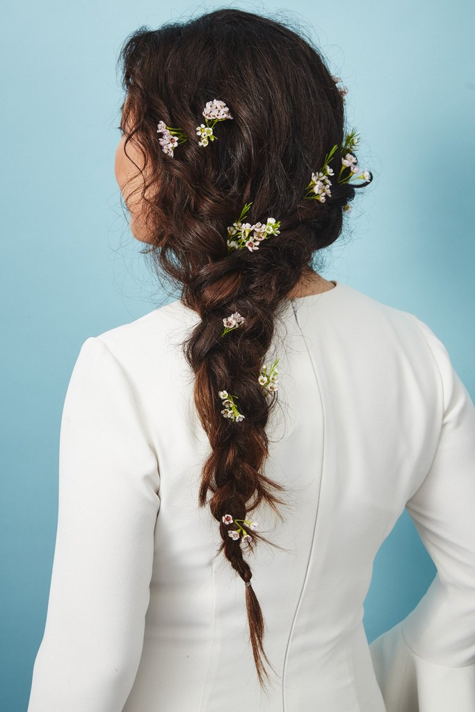 свадебные-прически-с-цветами16.jpg