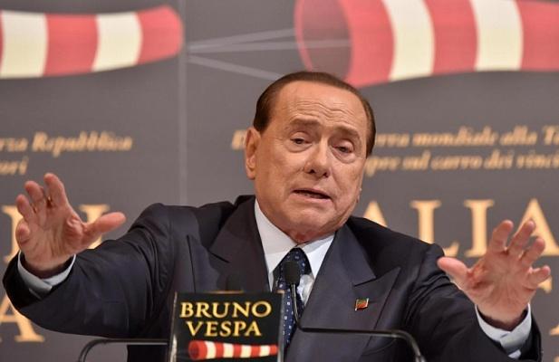 Берлускони покинул клинику после операции