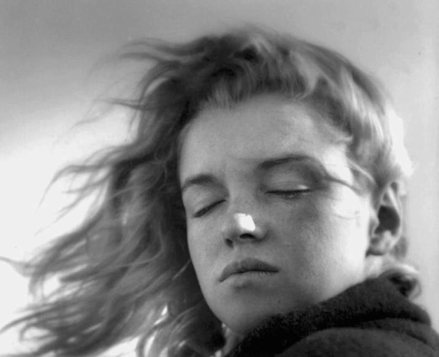20 years-old Marilyn Monroe in Malibu Beach (15 pics)