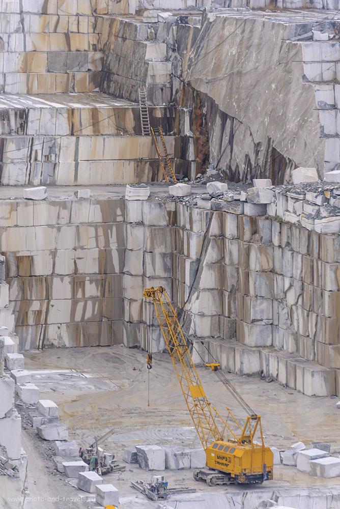 Фото 20. Представляете, какую работу (здесь я говорю о физической величине) выполнили сначала механизмы (в XVIII веке мраморные блоки ломали вручную), а затем машины, за почти 300 лет, чтобы выкопать такой котлован в твердой каменной породе? Интересные места в Свердловской области. 1/320, 5.3, 400, 240.