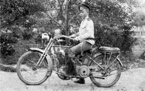 95. 1916. Фотограф Василий Мелехин на мотоцикле «Харлей-Дэвидсон»