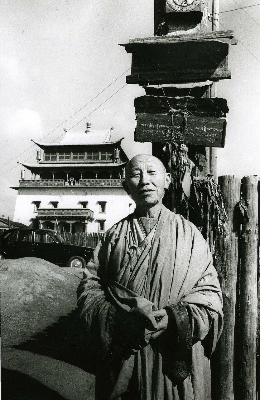 Улан-Батор. Буддийский монах в монастыре Гандан