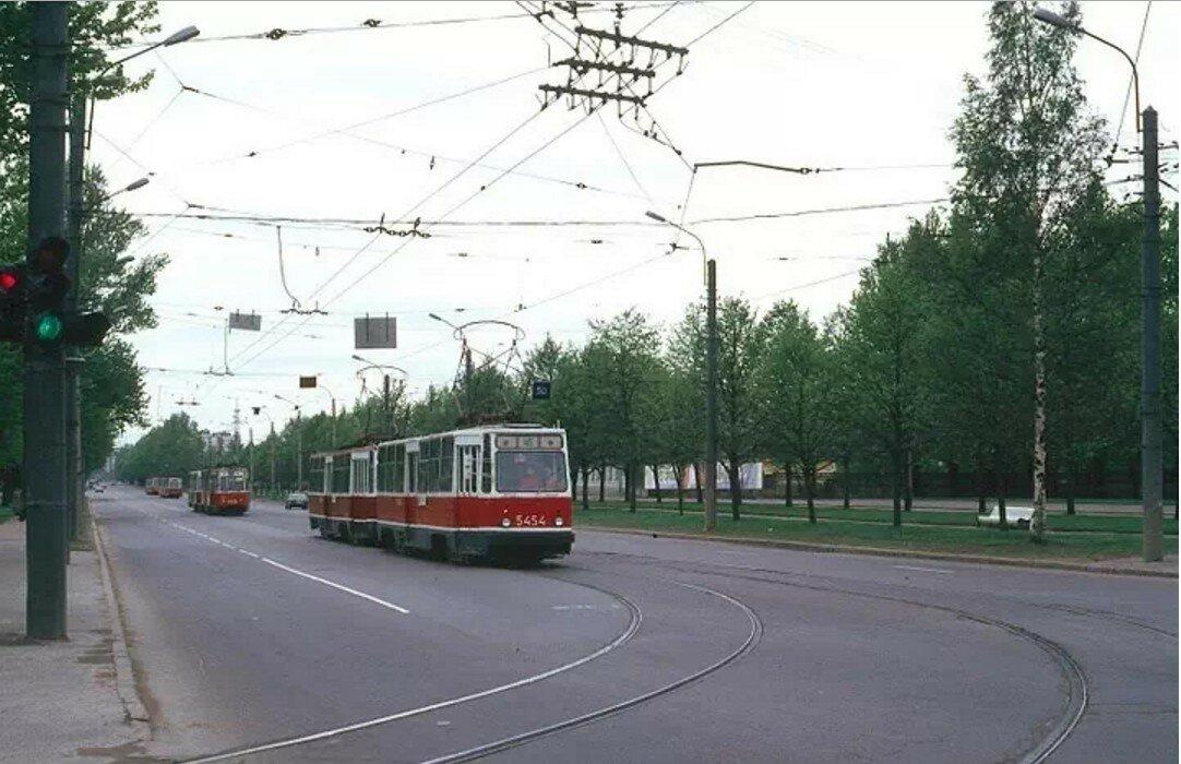 Пискаревский проспект у пр. Мечникова