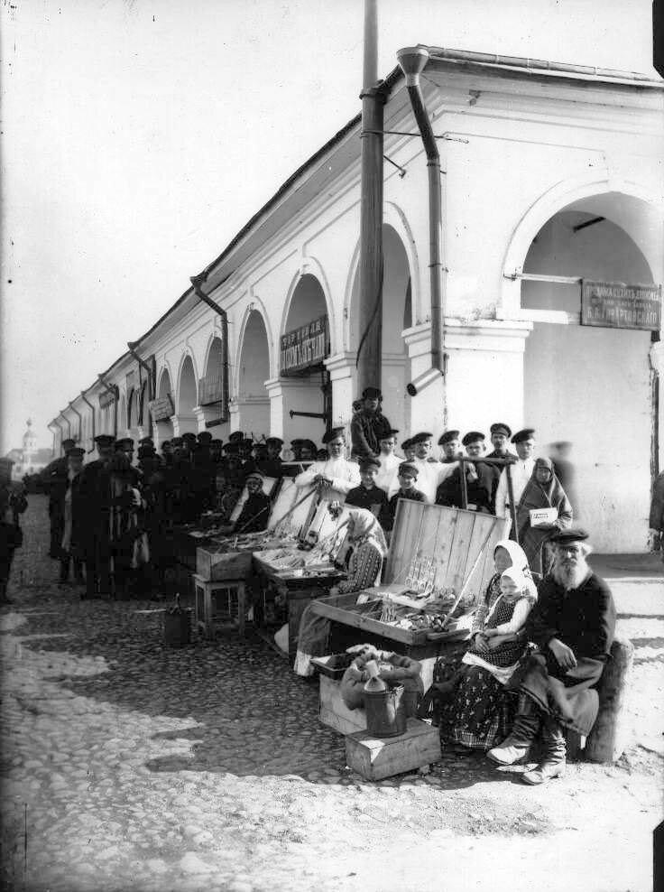 Торговля у Гостиного двора