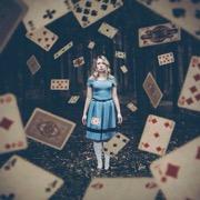 девушка и карты