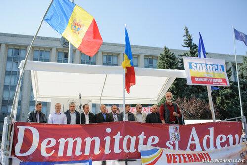 В Кишиневе активисты DA подрались с журналистами