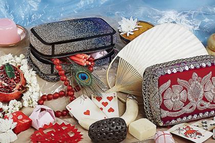 Christian Louboutin посвятил коллекцию сумок будуарным подушкам