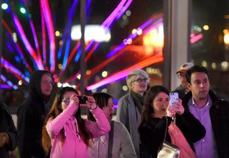 Light City: фотографии красочного фестиваля огней в Балтиморе 0 22c129 3bdd4ea3 XL