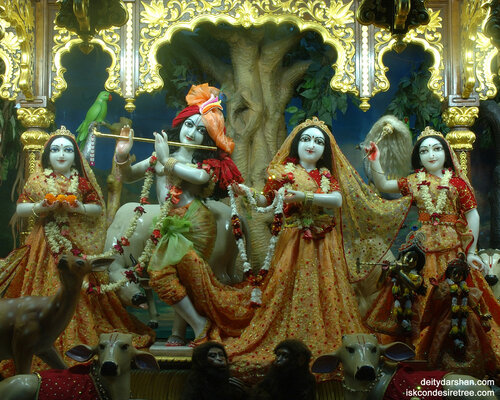 015  Sri Sri Radha-Gopinath  Lalita Vishakha 1280x1024