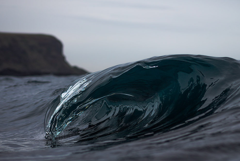 9. Творческая работа волн океана — это создание песчаных и галечных пляжей. Кроме того, волны п