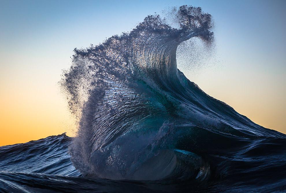 10. Землетрясения и извержения вулканов могут вызывают огромные волны — цунами, которые распрос