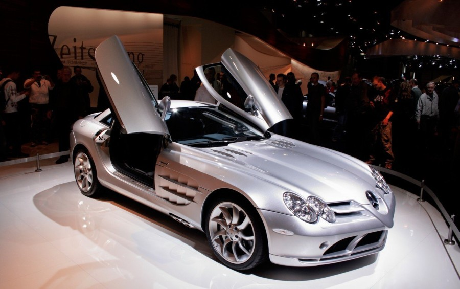 1. «Mercedes-Benz SLR McLaren», годы выпуска: с 2003 по 2010 Это великолепное создание является прод
