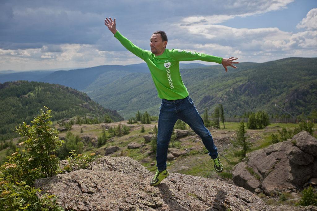 Знакомьтесь, это Раис. На него накатила романтика гор, и он на время стал балериной. Хотя, конечно,
