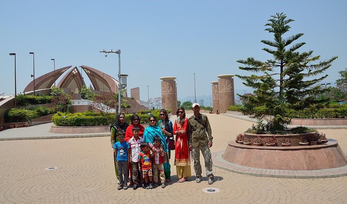 Еще одно важное место пакистанской столицы — это Национальный Монумент на холме Шакарпариан.