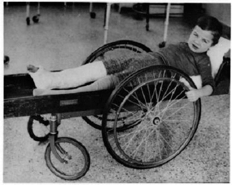 11. Инвалидная коляска, 1915 год.