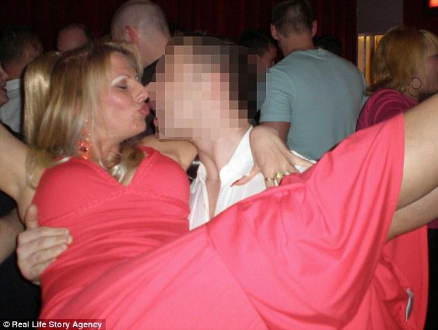 Джуни утверждает, что она положительно относится к сексу, но не спит со всеми подряд, несмотря на то