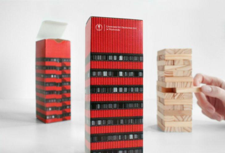 Польские дизайнеры из студии Zupagrafika решили сделать упаковку для настольной игры в виде небольшо