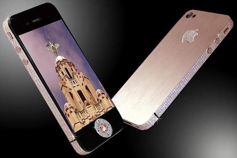 9. Самый дорогой в мире телефон – Stuart Hughe`s iPhone Diamond Rose Edition Этот мобильный телефон,