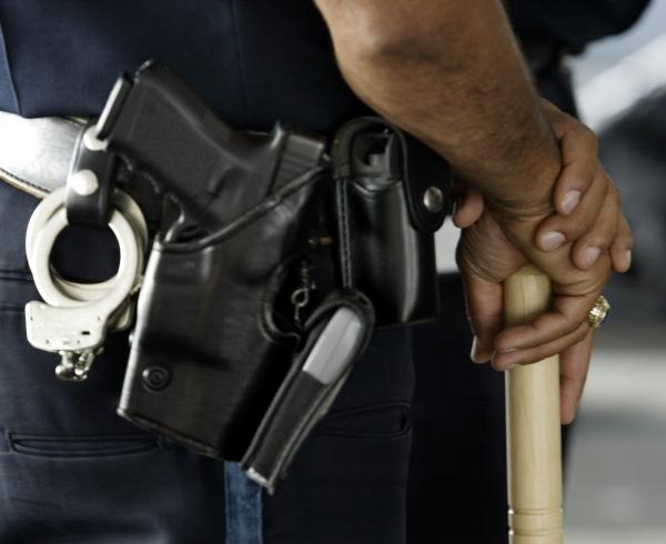 Двое полицейских убили темнокожего мужчину вЛуизиане. Съемка очевидца