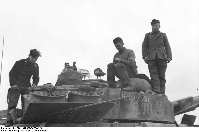Russland, Panzersoldaten auf Panzer IV
