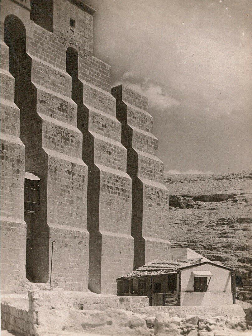 Кедронская долина. Монастырь Саввы Освященного.  Подпорки монастырской церкви