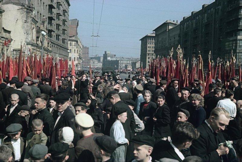 1948 1 мая Демонстрация Пролетарского района. Владислав Микоша.jpg