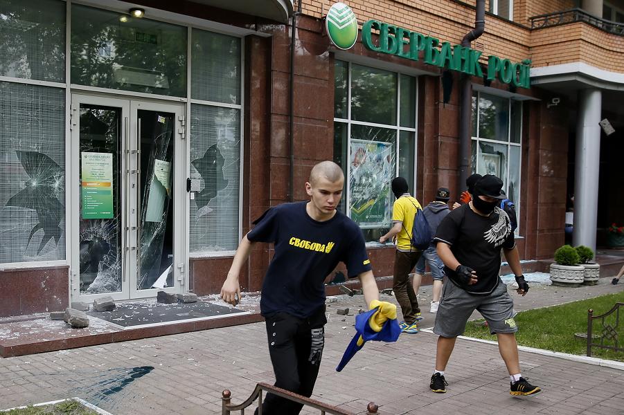 Нападение на Сбербанк в Украине.png