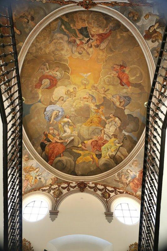 Малага. Епископский дворец (Palacio Episcopal). Роспись потолка на главной лестнице