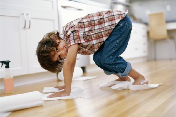 Обязательно! С детства легче воспитать в ребенке тягу к чистоте, ответственность и необходимость
