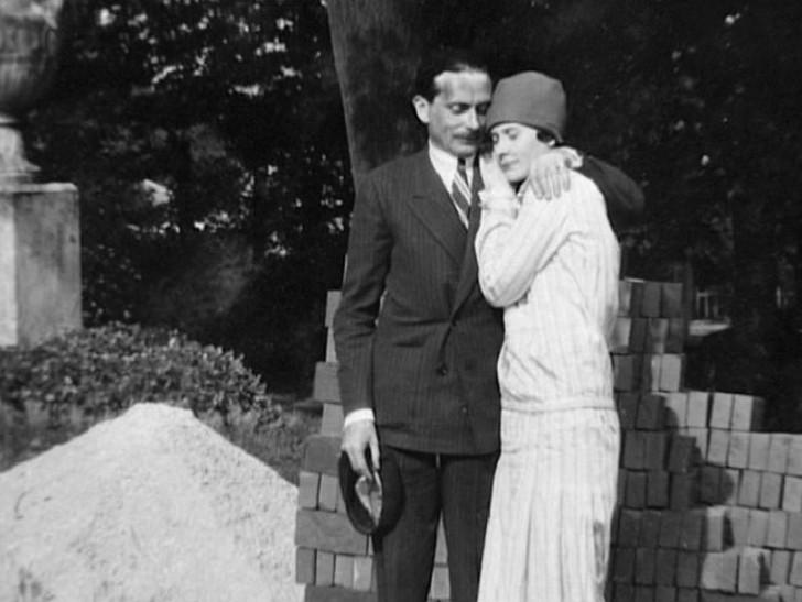 Натали Палей с мужем Люсьеном Лелонгом. Натали стала востребованной моделью, ее лицо украшало обложк