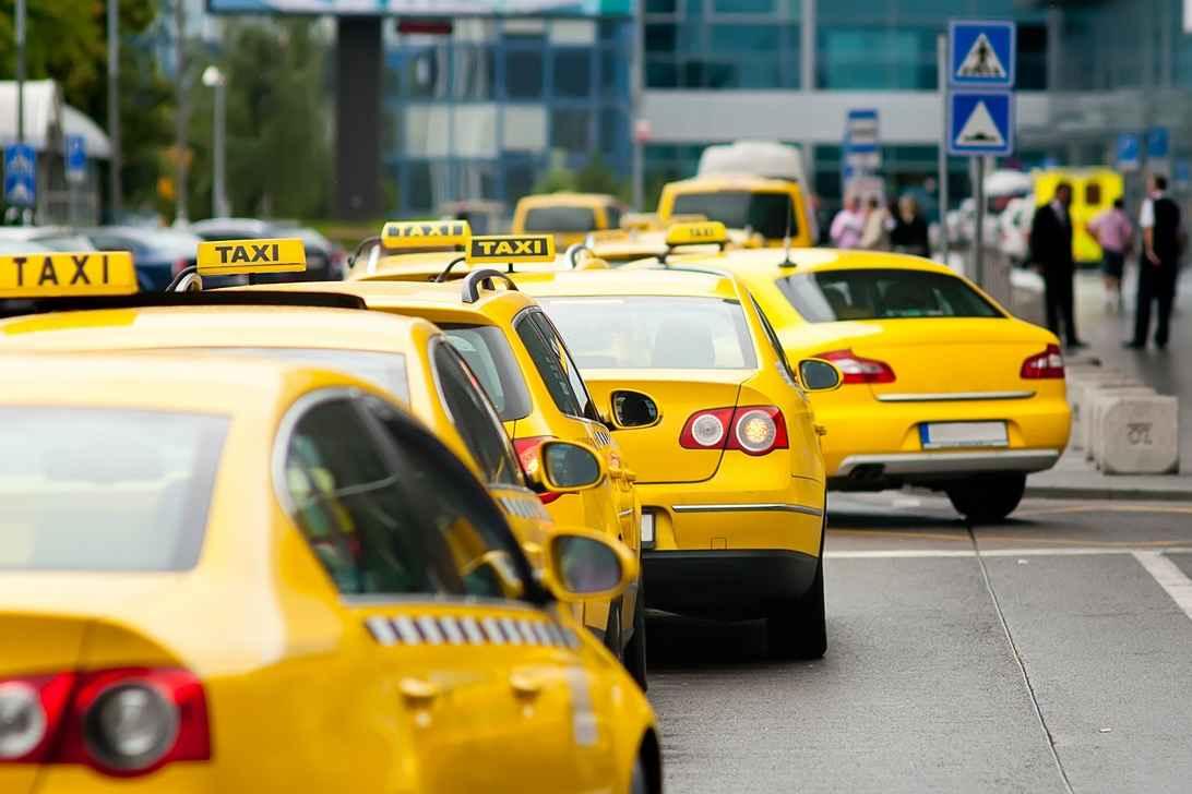 История такси города Москвы (1 фото)