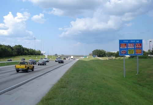 Вдоль трасс обычно ничего нет Дороги в США (если это не scenic road —