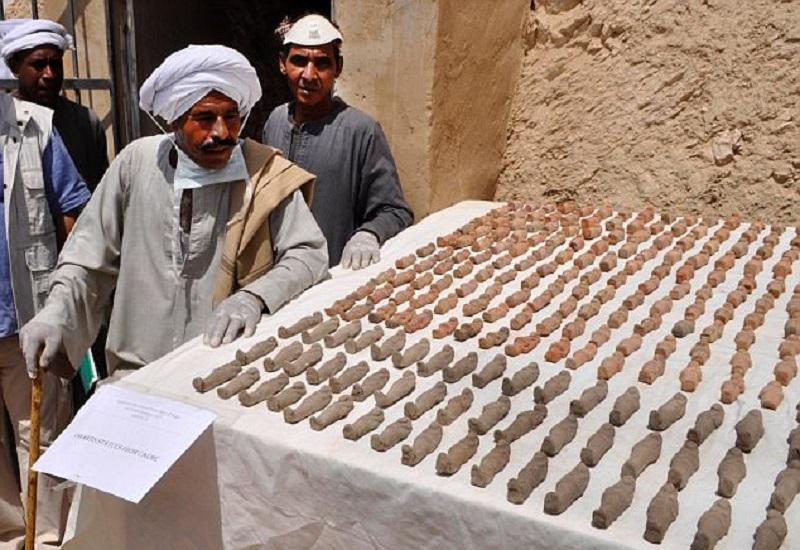 Гробы с мумиями украшали различными замысловатыми рисунками красного, синего, черного, зеленого и же