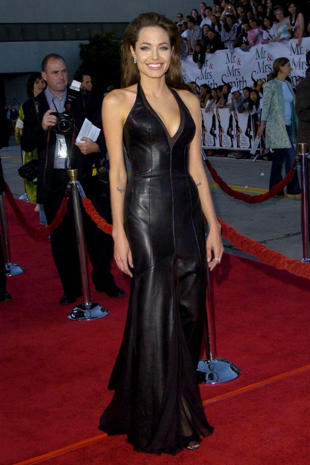 Как настоящая бунтарка, Анджелина Джоли даже для светских мероприятий выбирает кожу. Черное кожа