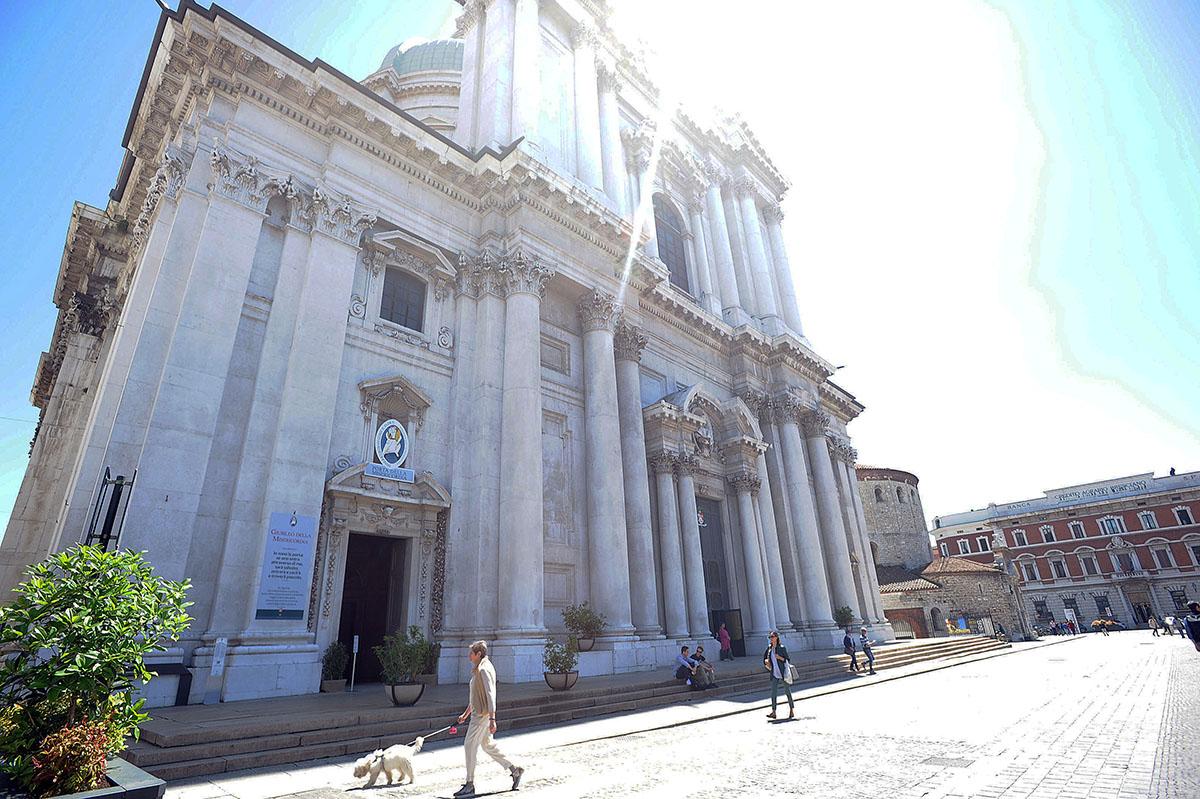 5. Duomo Nuovo (Новый собор), построенный в 1604 году. Полностью достроен он был только в 1825 году.