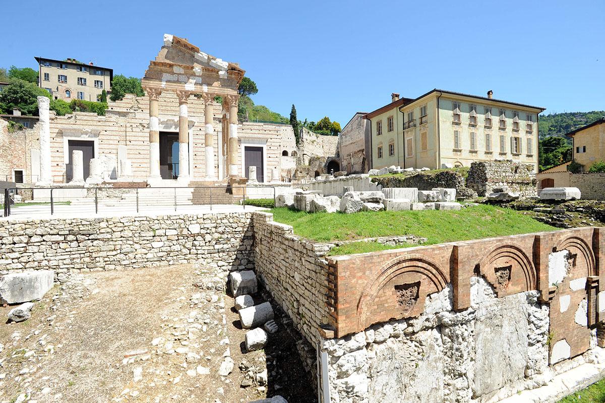 23. В центре Брешии находится одна из интереснейших археологических зон Северной Италии. В ходе раск