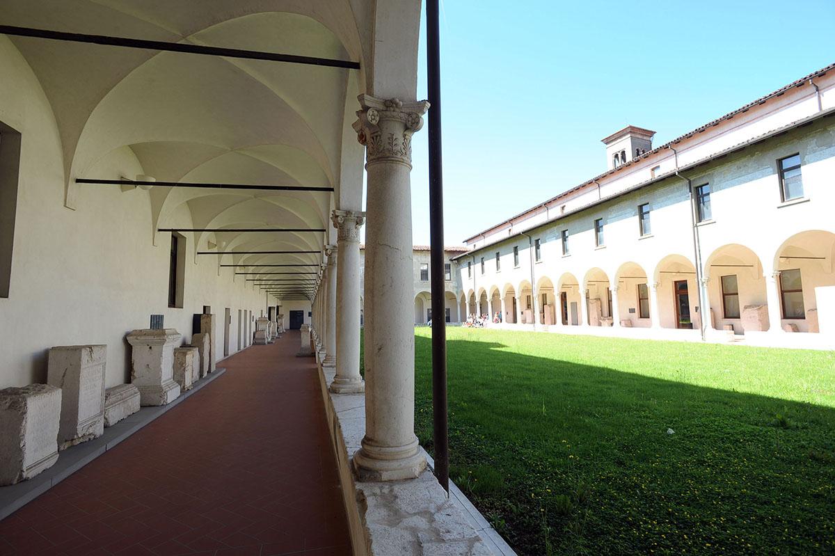 29. Бенедиктинский женский монастырь был построен в 753 году. Во времена Наполеона здесь размещались