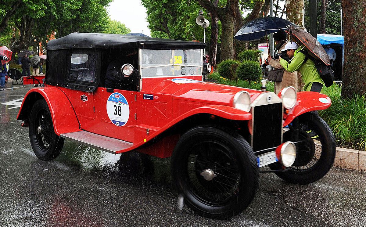 11. В последние годы в гонках Mille Miglia принимают участие и российские экипажи. В 2008 году в гон