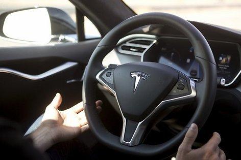 Tesla может отозвать 25 тыс электроавтомобилей из-за смертоносного ДТП наавтопилоте