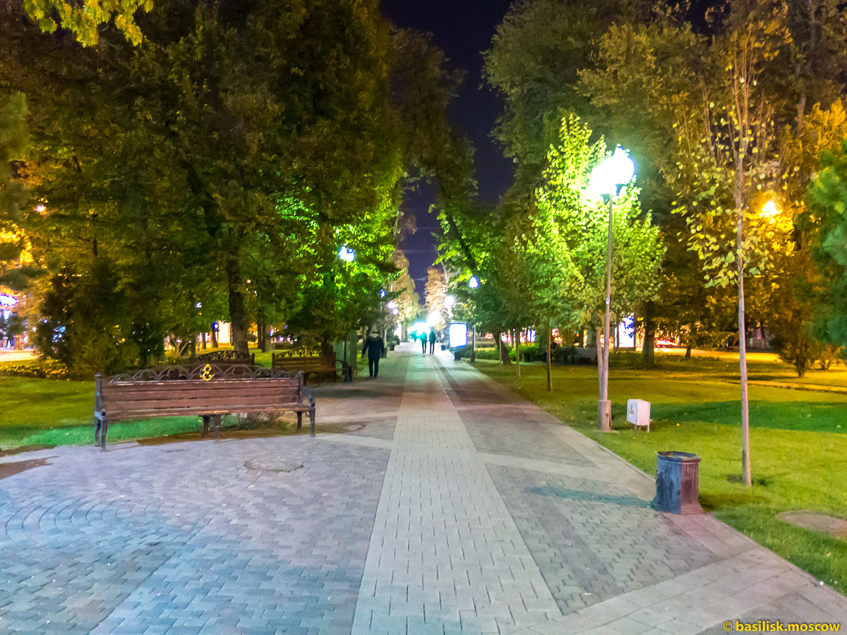 Краснодар. Бульвар на улице Красной. Октябрь 2016