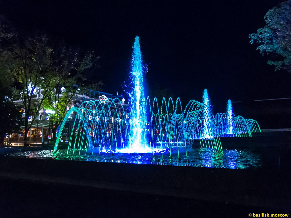Краснодар. Поющий цветомузыкальный каскадный фонтан Аврора. Октябрь 2016