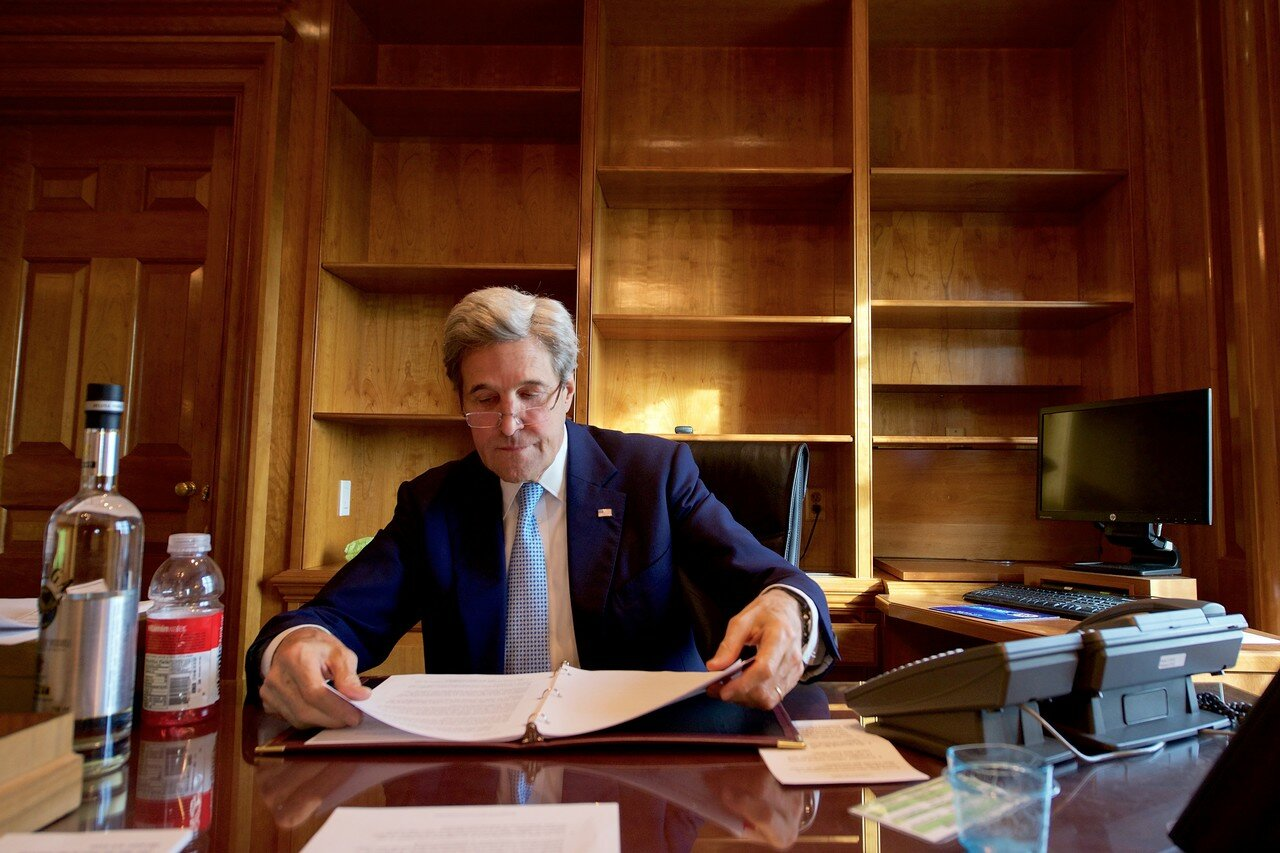 "Джон Керри не оставил Тиллерсону ни глотка ""Белуги"", (ни трёх конвертов?))"