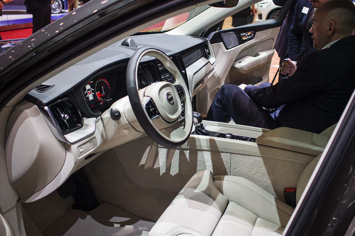 Volvo-XC60-P3075868.jpg