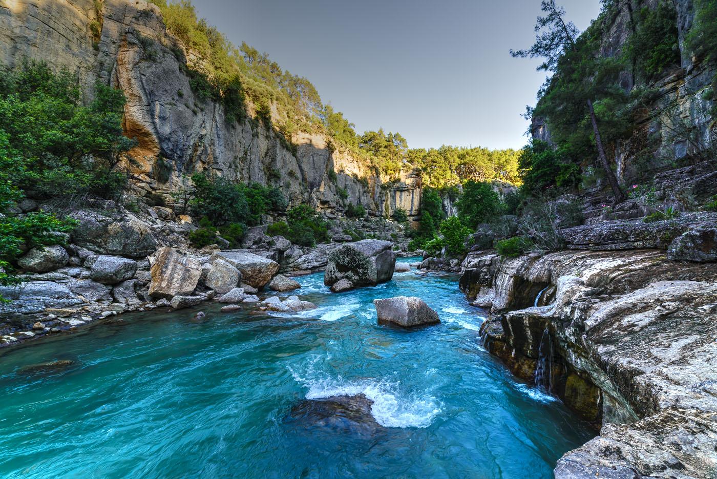 Фотография 10. Рассказ про самостоятельную экскурсию в каньон Кёпрюлю во время отдыха в Турции в мае и июне. Река Köprüçay. Какие интересные природные достопримечательности можно посетить в окрестностях Анталии. Тонмаппинг.