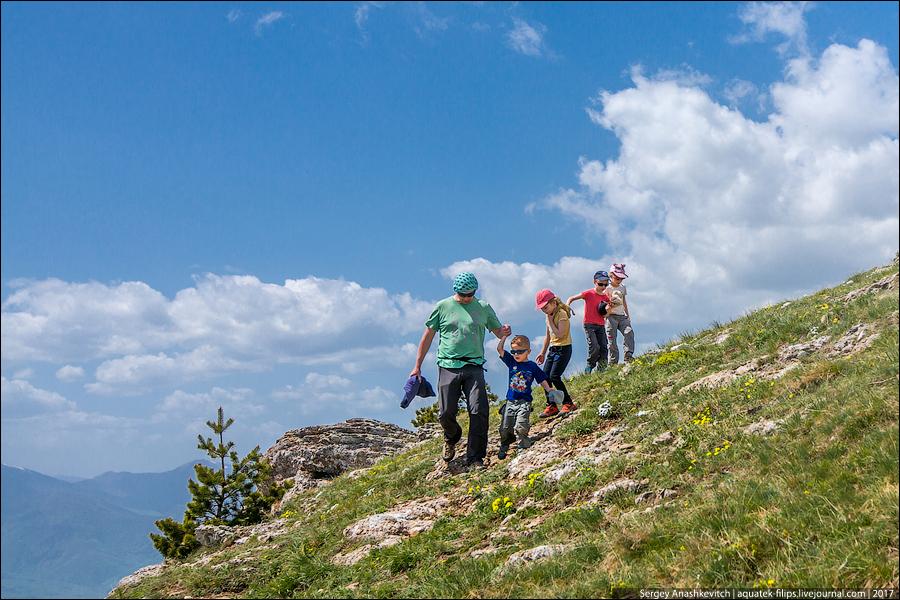 Крымские дети и горы